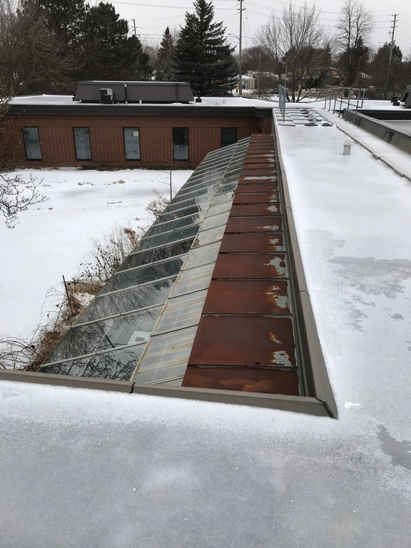 Solarium roof adjacent to flat roof on building in Markham